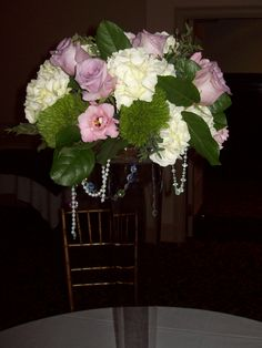 Guest table arrangement with pearls & crystals