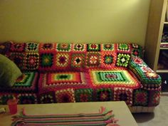 crochet couch cover (no pattern) Crochet Cushion Cover, Crochet Cushions, Cushion Covers, Granny Square Crochet Pattern, Crochet Flower Patterns, Couch Arm Covers, Chair Covers, Crochet Furniture, Granny Square Projects
