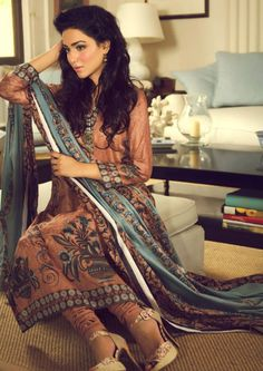 Pakistani Woman Fashion 100%!!