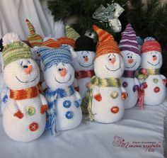 MASTER CLASS: How to make a crochet snowman ♥LCMC♥ with step by step picture instructions. You need a web translator for written instructions (Russian Language).