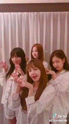 azra tiktok icon kpop girl red a - Kpop Girl Groups, Korean Girl Groups, Kpop Girls, Black Pink Songs, Black Pink Kpop, Black Pink Rose, Kpop Girl Bands, Le Clown, Mode Kpop