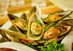 Baked Mussels with Garlic Butter | wokwithray.net-