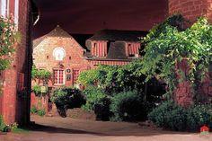 Collonges-la-Rouge   Les plus beaux villages de France - Site officiel