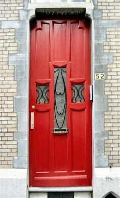Interesting Red door - I like the color a lot.