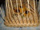 Como se ve. Plant Basket, Bamboo Basket, Wicker Bedroom, Weaving Art, Weaving Techniques, Dna, Storage Baskets, Diy Paper, Basket Weaving