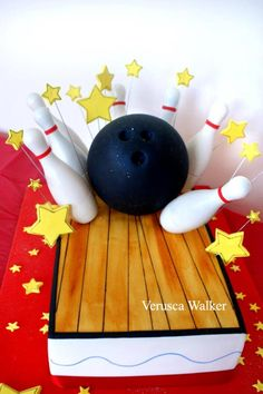 Bowling cake by Verusca Walker inspirated by Cake Girls  http://thecakegirls.com/