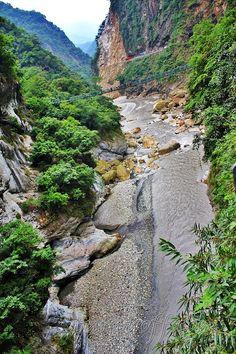 Awesome Taroko Gorge in Taiwan. I wanna cross that bridge!