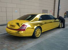 Solid Gold Maybach or Gold Polish? The weight of gold alone and the great amount of money that it would require to make this solid gold Maybach. Maybach Car, Mercedes Benz Maybach, Mercedes Car, Maybach Music, Ferrari Car, Lamborghini, Porsche, Audi, 3008 Peugeot