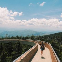 Take in these fabulous views from Clingmans Dome, Great Smoky Mountains National Park. @ahjulia