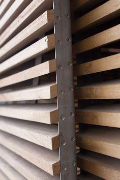 Schönes Detail der Holzverkleidung Nice detail of the wooden cladding, # beautiful Wooden Cladding, Timber Screens, Timber Battens, Balkon Design, Fence Design, Window Design, Steel Doors, Wood Paneling, Wood Siding