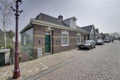 Te koop: Landsmeerderdijk 43, Amsterdam - Hoekstra en van Eck - Op een prachtig plekje aan de dijk gelegen, vindt u deze helft van een dubbele woning. De Landsmeerderdijk en Wilmkebreek maken samen deel uit van het provinciaal monument de Waterlandse Zeedijk. Het huisje zelf is netjes onderhouden, eenvoudig van grootte en opzet. toegang tot uw eigen stuk groen. Dik 30 meter diep, ongeveer 8 meter breed, dat is de achtertuin.