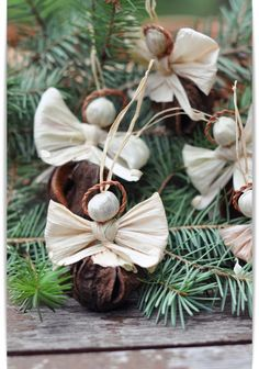 angyalkákat készítette: P.Rácz Ida népi iparművész Diy Christmas Ornaments, Rustic Christmas, Christmas Projects, Corn Husk Crafts, Corn Husk Dolls, Winter Season, Diy And Crafts, Decoration, Holiday Decor