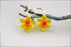 Hey, I found this really awesome Etsy listing at https://www.etsy.com/listing/125660964/daffodil-flower-earrings-yellow-flower