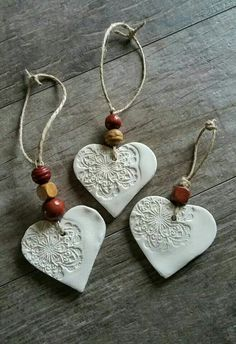 cornstarch clay ornaments with beads (cornstarch clay- baking soda, cornstarch, 1 water)Simple and pretty air dry clay heart ornaments.als Kette gestaltet MehrEmbossed air-dry clay tag or decoration -Better Than Salt Dough cup cornstarch 1 cup baking