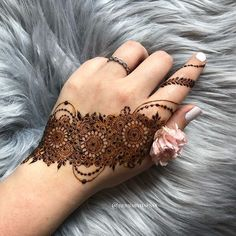 Half Hand Mehendi Designs For Intimate Weddings Modern Henna Designs, Floral Henna Designs, Latest Arabic Mehndi Designs, Henna Designs Feet, Back Hand Mehndi Designs, Finger Henna Designs, Mehndi Designs 2018, Stylish Mehndi Designs, Mehndi Designs For Girls