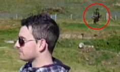 When holidaymaker Paul Feehan replayed the video from his holiday near Abersoch, Wales, he was in for what he believes is the supernatural shock of his life, a ghost behind him. Scary Ghost Pictures, Real Ghost Pictures, Ghost Pics, Ghost Images, Creepy Photos, Real Haunted Houses, Haunted Places, Paranormal Pictures, Ghost Caught On Camera
