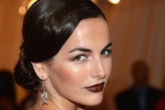 Beleza no Baile do MET: Batons marrons e penteados retrôs são destaque entre famosas - Beleza - UOL Mulher