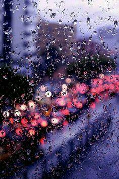 Rain plus bokeh effect looks great. I Love Rain, Rain Days, Rain Photography, Rainy Day Photography, Photoshop Photography, Rainy Night, Jolie Photo, Dancing In The Rain, City Lights