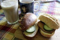 Auch bei Johanna startete der vegan Wednesday herzhaft mit belegten Brötchen mit Aufschnitt, Hummus, Gurke und dazu Saft und Eiskaffee.