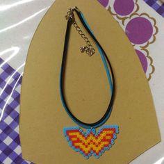 Apaixonada  #mulhermaravilha #wonderwoman #woman #power #hq #quadrinhos #movie #dc #dccomics #amazonian #amazona #warrior #choker #gargantilha #artkal #artkalbeads #beads #beadart #pixelart