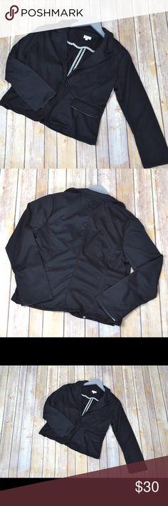 🌟FASHIONISTA BLAZER A closet staple for every fashionista. Shorter than normal blazer, but not a crop blazer. No trades. No lowball offers. Jackets & Coats Blazers