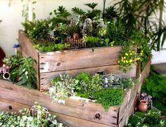small garden with little space wood box mini garden design Dream Garden, Garden Art, Box Garden, Herb Garden, Vegetable Garden, Garden Beds, Vegetable Boxes, Garden Nook, Garden Water