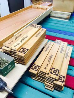Onderdelen Sjoelbak Heemskerk HS 40. Texture, Wood, Crafts, Surface Finish, Manualidades, Woodwind Instrument, Timber Wood, Trees, Handmade Crafts