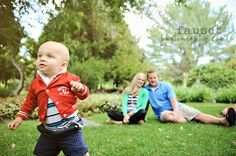 like the baby in focus and parents out of focus