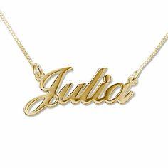 Collar con baño de Oro con mini nombre estilo Julia. Collar de Plata 925 con baño de Oro de 18K personalizado con el nombre hecho con un estilo de letras dulce y elegante. (Ref.29001-04)