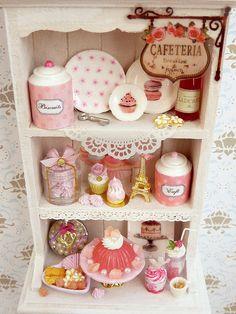 Shades of Pink Hutch - Muebles única miniatura en escala de 12