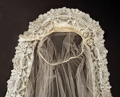 Lace & tulle Bridal Veil 1920~Image © The Metropolitan Museum of Art.