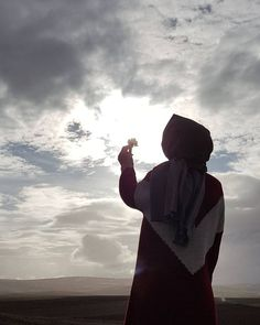 Image may contain: one or more people, people standing, cloud, sky, outdoor and nature Niqab Fashion, Modern Hijab Fashion, Hijabi Girl, Girl Hijab, Muslim Girls, Muslim Women, Hijab Dpz, Hijab Cartoon, Islamic Girl