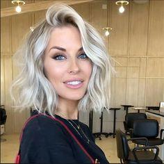Stylish Short Hair, Short Thin Hair, Short Hair Wigs, Short Blonde Curly Hair, Short Blonde Haircuts, Short Blonde Bobs, Medium Blonde, Hair Medium, Waves On Short Hair