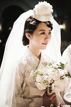 [매경닷컴 MK패션 김지은 기자] 계절의 여왕 5월이 왔다. 풍만하게 떨어지는 치마저고리에 코가 봉긋한 버선발로 사뿐사뿐 낭군을 맞이하던 봄날, 한국 여인의 ...