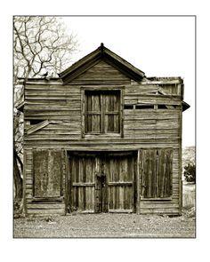 Barn Front - Distinctive Photography