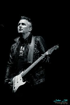 Mike MccReady (April 5, 1966) American guitarist and songwriter o.a. known from the band Pearl Jam.