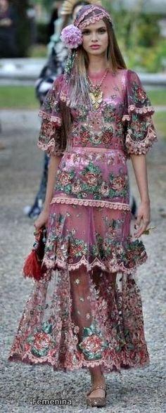 Dolce & Gabbana Alta Moda Fashion Show in Como, July 2018 Unique Fashion, Floral Fashion, High Fashion, Fashion Show, Fashion Design, Feminine Fashion, Fashion Fashion, Fashion Ideas, Haute Couture Style