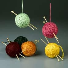 Christmas-Craft ideas-ornaments-Knitting needles made out of chop sticks and wooden beads.