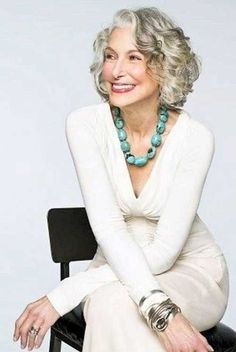 20 Short Haircuts For Over 60 | No grey hair for this old lady, but i like the style!