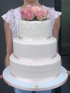 Tort de nunta cu perle simplu și flori naturale. Wedding Cake with natural flowers. Cofetărie Timisoara Dumbravita, torturi cu ingrediente naturale. Elegant Wedding Cakes, Tasty, Flowers, Desserts, Food, Weddings, Bead, Tailgate Desserts, Deserts