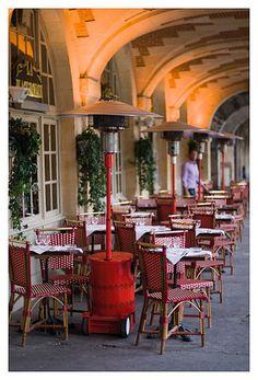 Le Marais, Place des Vosges, the restaurant sous les arcades where I take visitors.  Visit #Paris, book a room at the Green Hotels: www.greenhotelparis.com