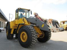 Nice Volvo L330c Ll L330cll Wheel Loader Factory Service Repair Manual Read more post: http://www.catexcavatorservice.com/volvo-l330c-ll-l330cll-wheel-loader-factory-service-repair-manual/