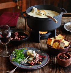 Fondue: Klassiker für gesellige Abende - Rezepte und Tipps - [LIVING AT HOME]