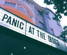 This sign is missing the ! It should clearly be Panic! At The Disco, not Panic At The Disco. Emo Bands, Music Bands, Music Aesthetic, Retro Aesthetic, Brendon Urie, Panic! At The Disco, Arctic Monkeys, Pop Punk, Fall Out Boy
