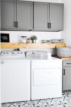 Gorgeous 45 Amazing Farmhouse Laundry Room Decorating Ideas https://crowdecor.com/45-amazing-farmhouse-laundry-room-decorating-ideas/