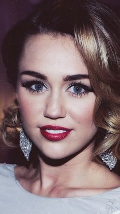 classic makeup - Miley Cyrus