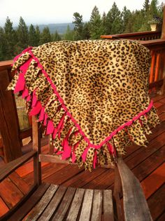 Fleece Blanket - Leopard Print and Hot Pink with Woven Edge should make one! its been a long time since I have made a tie blanket