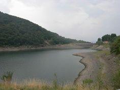 Lago D'Elio  L'origine del lago è di escavazione glaciale, tuttavia l'intervento umano con la successiva costruzione di dighe di contenimento ha cambiato di molto l'aspetto originario del lago.  Visitabile su www.mondoscatto.net sezione Italia - Lombardia.