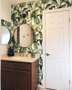 Jungle in a bathroom? Why not! Wild idea made by @carol.merriman  #jungle #Pixers #interior #bathroom #idea #wallmural #leaves #bath