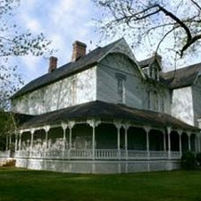 Tennessee Wedding Venues | Wedding Locations in McMinnville Tennessee USA | Small and Unique Wedding Venues and Locations | Falcon Manor -- B&B at Falcon Rest